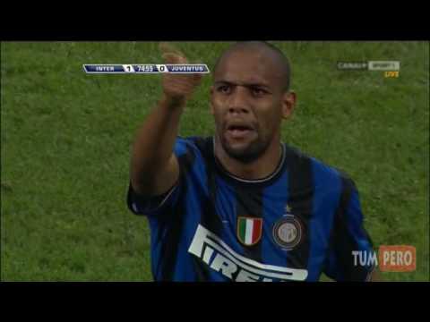 Maicon scores a beauty (Inter-Juventus 1-0 goal)