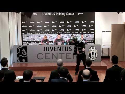 HARLEM SHAKE Unico Dei Giocatori della Juventus Football Club + Download Canzone