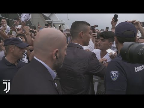 How Juventus Fans Welcomed Cristiano Ronaldo / Cristiano Ronaldo Arrives in Turin