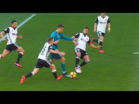 This is Why Valencia Fans Afraid Cristiano Ronaldo 😱 Valencia Vs Juventus 2018