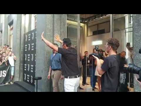 Buffon in Juve Store with fans – Milano