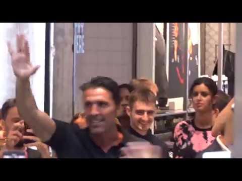 Gigi Buffon allo Juventus Store